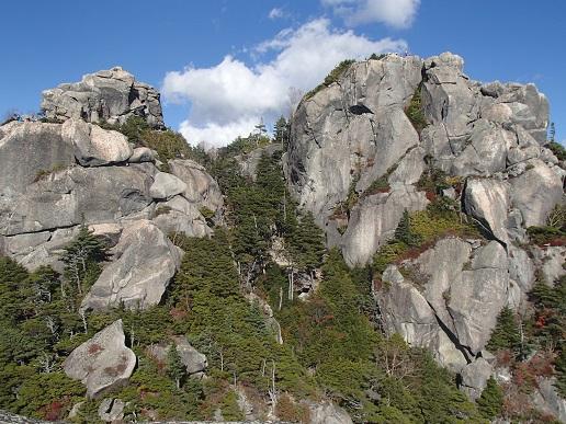 右:瑞牆山本峰