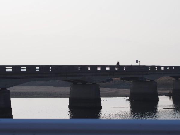 西条市 夕暮れ 中山川にかかる石橋