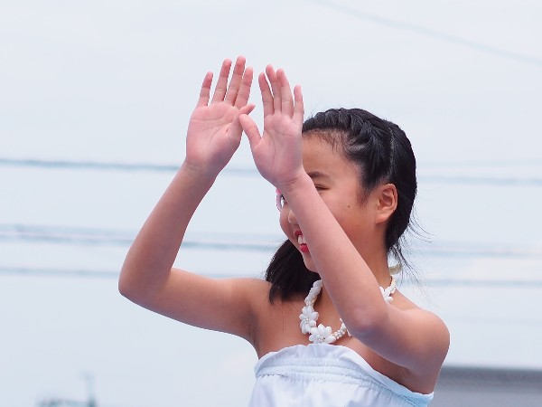 西条市 踊る少女 フラダンス