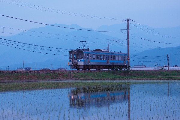 田植えとワンマン電車