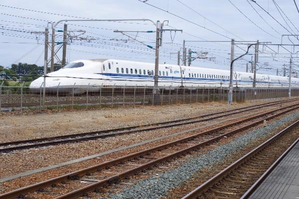 静岡県湖西市新居町 東海道新幹線 新居町駅通過の写真