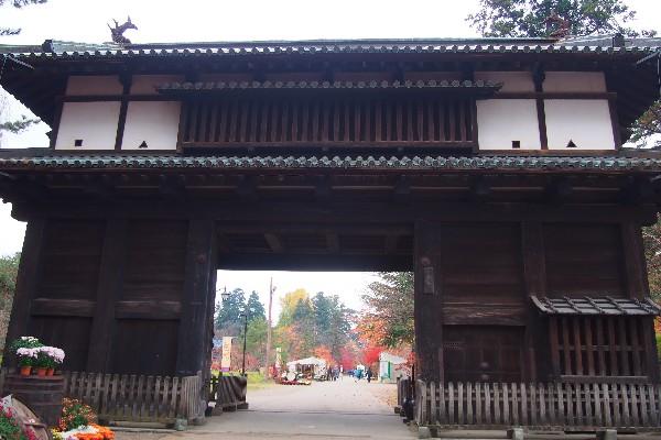 弘前公園 藩政時代に弘前藩10万石を治めた津軽家代々の居城であった、弘前城が基になっています。