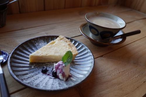 友達のアップルチーズタルトとほうじ茶ラテ