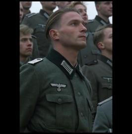 国防軍少尉に扮するトーマス・クレッチマン氏