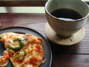 うずまき舎の珈琲とピザ。