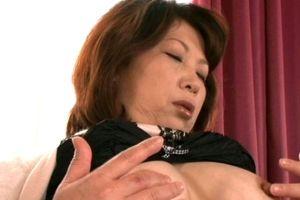 50代ムッチリ豊満熟女は息子と嫁に嫉妬からセックスしまくる無料omannko動画