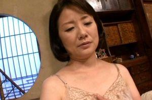 50代貧乏熟女母の愛情をたっぷり受けた息子とのセックスでおまんこ濡れる無料jyukujyo動画