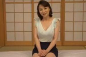 40代人妻の体をナメ回すように和室の布団の上でおまんちょ犯す無料jyukujyoムービー