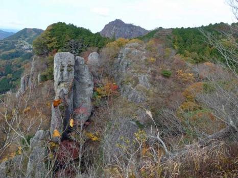 鷹取岩から見る入道岩