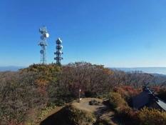 天守閣から見る八溝山の山頂