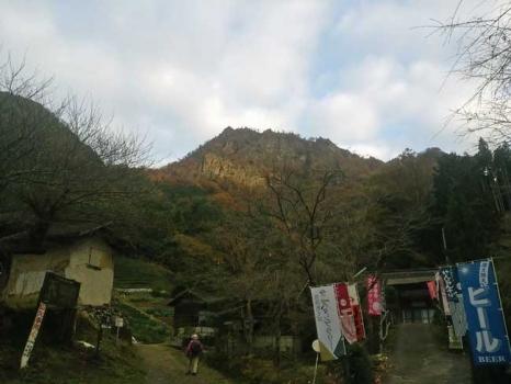 登山口からの男体山
