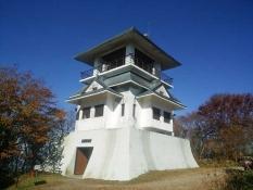 山頂の展望台「天守閣」