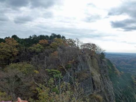 手前から見る鷹取岩