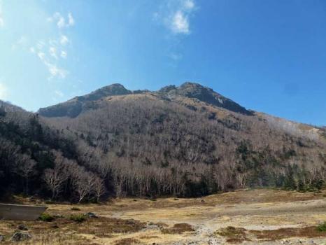 五色沼から仰ぐ白根山