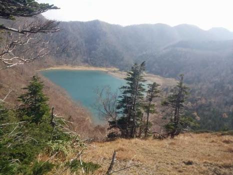 五色山への途中からの五色沼