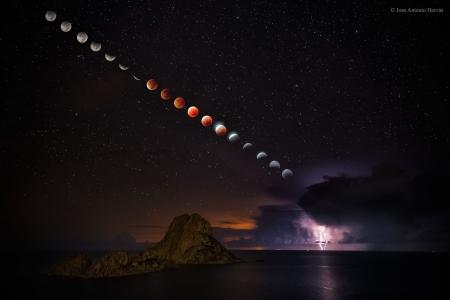 LightningEclipse_Hervas_1900.jpg