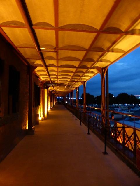 夜景赤レンガフロアP1110500 のコピー