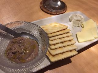 レバーパテと3種チーズ盛り合わせ