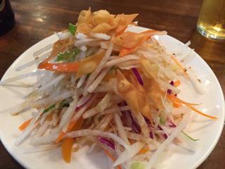 お通しの中華サラダ