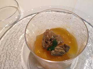 柿とラフランスとオレンジのマリアージュ オレンジジュレと黒糖メレンゲをのせて