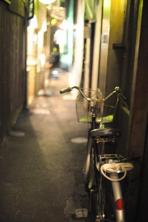 夜路地自転車