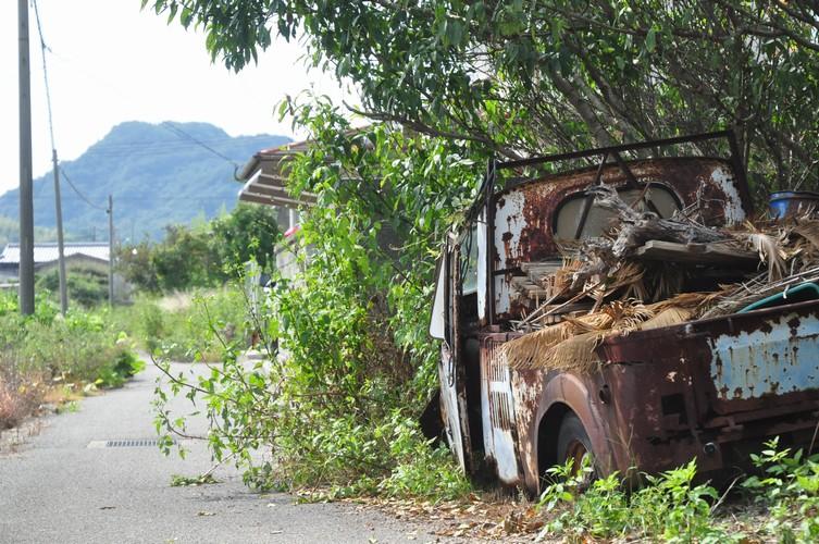 路傍の廃車
