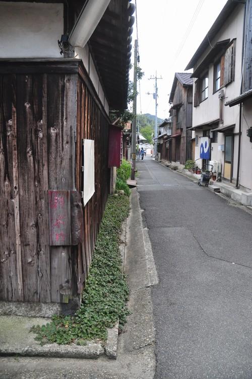 本村の町並み