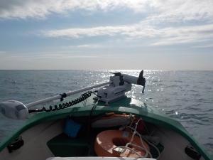 DSCN1138 風がやんだので沖にGO