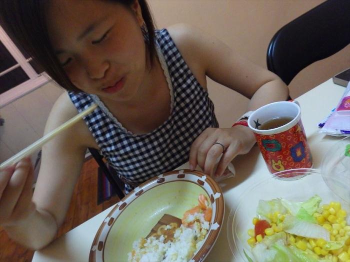 晩ごはんはサーモン丼&スイカ! (10)