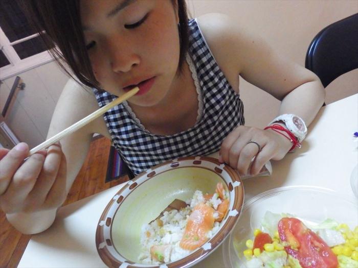 晩ごはんはサーモン丼&スイカ! (8)