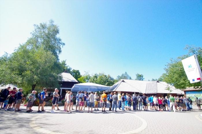 行列がすごいプリトヴィツェ湖群国立公園 (2)