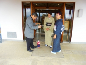 4_11桜祭り玄関前