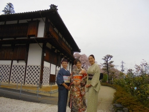 4_11桜祭り校舎前