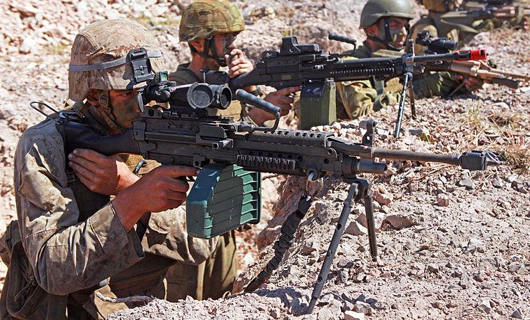 ミニミ軽機関銃