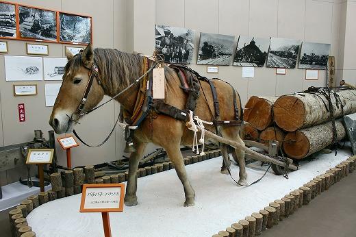 ③馬で木材輸送