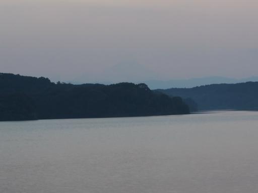 20151012・トトロ狭山湖空24・うっすらと富士山も