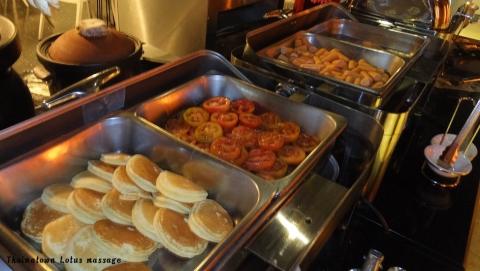 チョノンシーのホテル、朝食