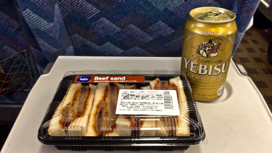 ビーフカツサンドとヱビスビール