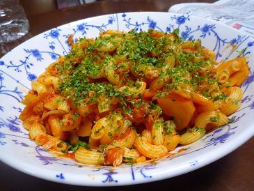 さつま芋とマカロニトマト炒め (2)