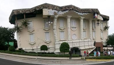 オークランドの地震で壊れかけたようなユニークな博物館