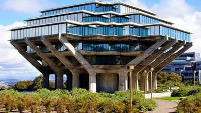 アメリカで最もダサい建物と言われるものの1つ でスペース・インベーダーみたい面白い施設建物
