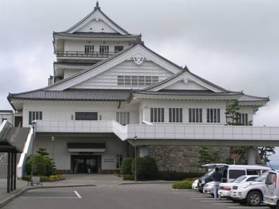 宮城県 『悠里館』は、亘理駅に隣接した城型の建物