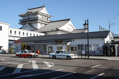 宮城県 悠里館は、亘理駅に隣接した城型の建物で、その堂々とした姿は町のシンボルとして広く認識されています。郷土資料館(1階)では、縄文時代から続く亘理町の歴史を、当時の資料や出土品などとともに振り返る