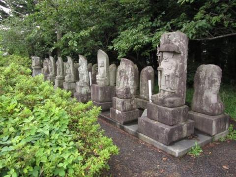 神山教会の石仏群