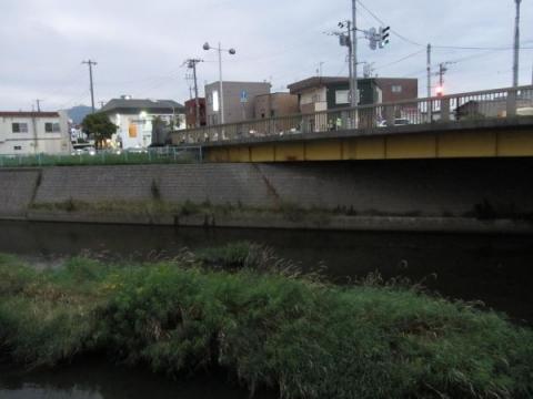 中の橋と亀田川
