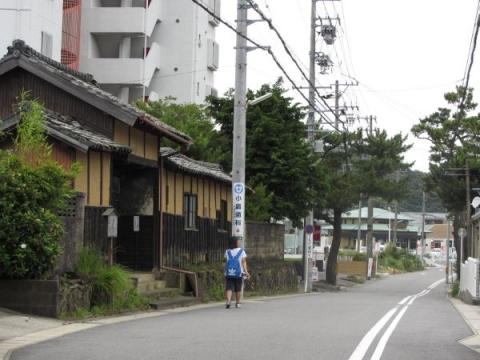 宇都野龍碩邸長屋門と旧東海道