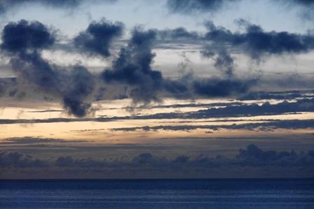 日没後帯状雲9月5日19時21分 P1060926