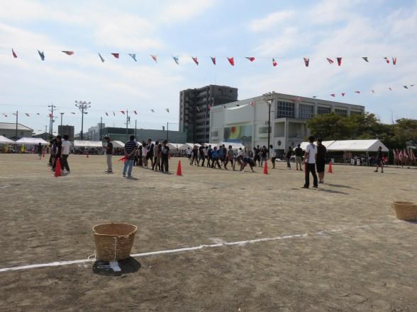 27.10.4学区の運動会へ 010_ks