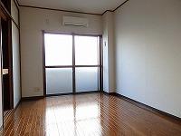 1階でも十分な日当たりの良いフローリングのお部屋