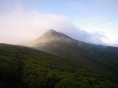 西朝日岳へ
